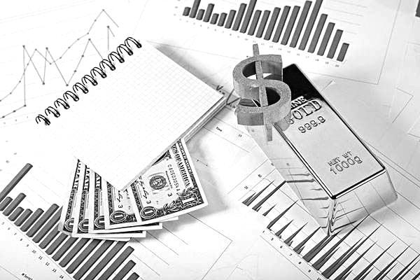 商品期权在风险管理过程中,确保客户持仓保证金充足是避免发生风险事件的主要方法,风控管理人员通过客户持仓保证金管理来防范风险的出现,并应当重点防范以下风险:交易风险、强平风险、行权风险。