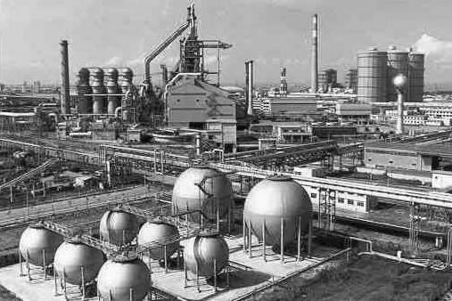 WSA11月23日发布的数据,10月全球纳入WSA统计国家的粗钢产量为1.453亿吨,同比增长5.9%,其中中国的产量为7240万吨,同比增长6.1%;日本产量为900万吨,同比下降1.0%;印度产量为860万吨,同比增长5.3%;意大利产量为230万吨,同比增长6.1%;法国产量为140万吨,同比增长1.6%;西班牙产量为130万吨,同比增长11.9%;土耳其产量为330万吨,同比增长11.1%;美国产量为700万吨,同比增长12.0%;巴西产量为300万吨,同比增长3.9%。10月全球粗钢产能利用率为73.0%,同比增长3个百分点,环比下降0.6个百分点。