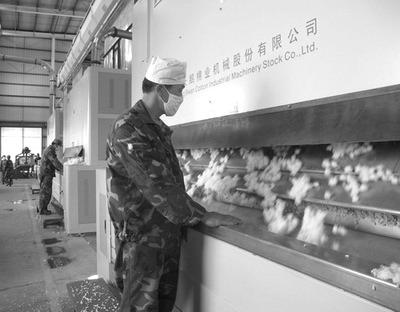 受基本面和宏观形势影响,1月底开始郑棉价格自高位回落,尤其是春节前一周,主力合约跌破15000元/吨的支撑位后下探至前低附近。不过,市场不乏利好因素,棉花价格将结束跌势。